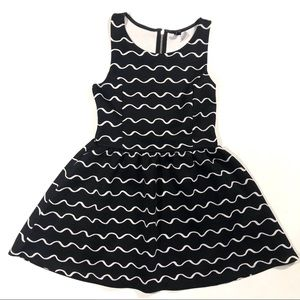 🌻Divided H&M dress black and white waves